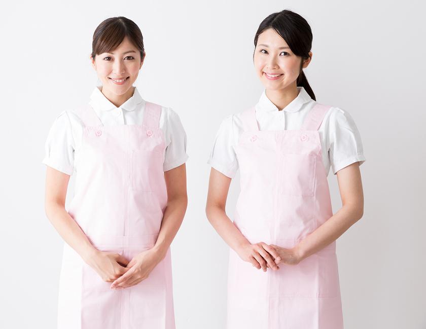 笑顔の看護師女性2人